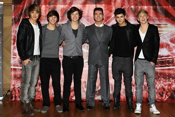 Day 9: I could never hate Simon Cowell! I like him. He's a good guy and he's the reason why we have 1D. So why hate him?!?!