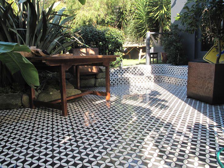 Tile courtyard 2013 amalfi tiles tile stone bath for Exterior floor tiles design kerala
