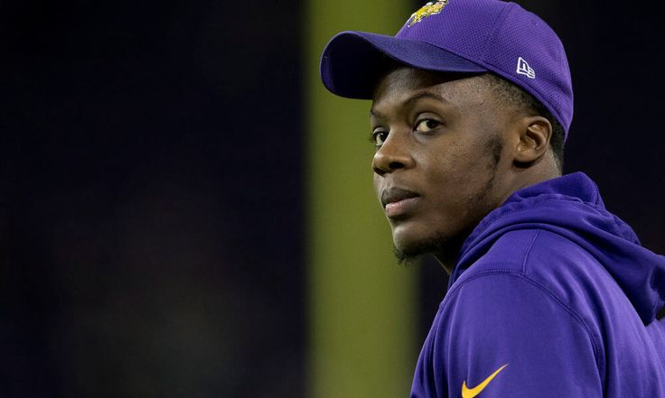 """Vikings QB Teddy Bridgewater receives positive news = Minnesota Vikings quarterback Teddy Bridgewater has finally received some good news regarding his injured leg. According to a Wednesday afternoon report from Ian Rapoport of NFL.com, Bridgewater had a """"positive"""" visit with....."""