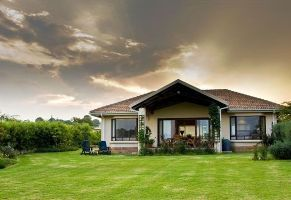 If you're looking to get away from the pressures of city life, the holiday town of White River in the Mpumalanga Province is the ideal destination where the Mallard Cottage is located.