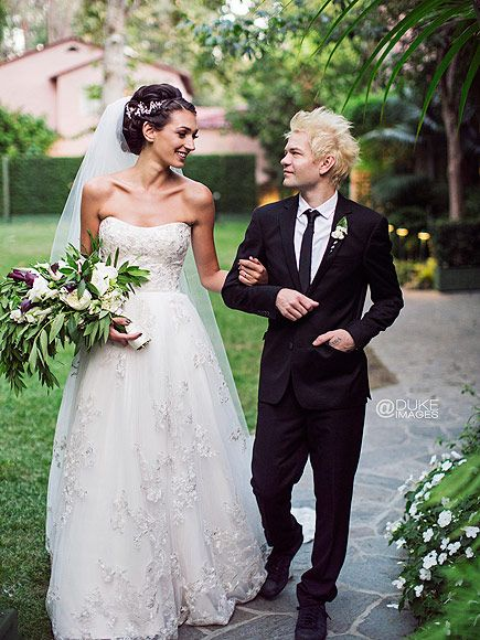 Congrats! Sum 41 Frontman Deryck Whibley Weds with Ariana Cooper http://www.people.com/article/sum-41-deryck-whibley-marries-ariana-cooper