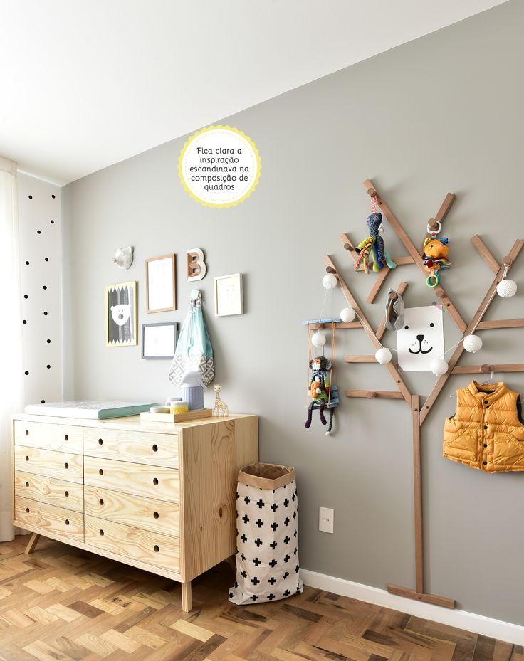 Quartinho com @amomooui feito pela arquiteta Gabi Marques para seu primeiro filho Bernardo. Amamos as bolinhas coladas aleatoriamente na parede junto com a roupa de cama P&B da Mooui! #quartinhomoderno #decor #kidsroom #mamaesmodernas #pretoebranco #clean