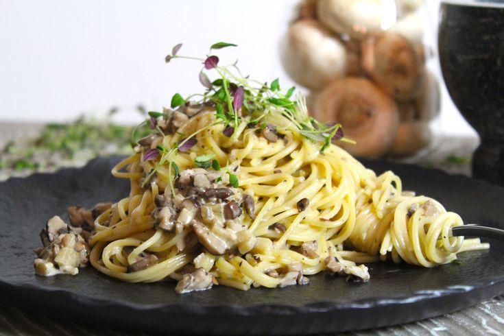 Svamp... Älskar svamp! Det är verkligen såå gott och passar till otroligt mycket! Min pasta med olika sorters svamp, äpple och en touch av kryddpeppar är verkligen att testa! En värmande...
