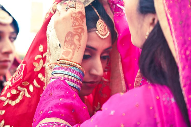 💗Photo by The Best Man Photography, Delhi #weddingnet #wedding #india #indian #indianwedding #ceremony #indianweddingoutfits #outfits #backdrops #prewedding #photographer #photography #inspiration #gorgeous #fabulous #beautiful #jewellery #jewels #details #traditions #accessories #lehenga #lehengacholi #choli #lehengawedding #lehengasaree #saree #bridalsaree #weddingsaree #tikka #earrings #pune #gold #darkblue