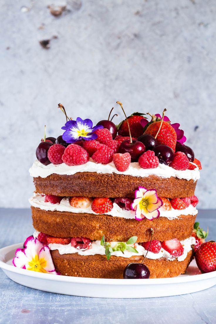 This berry, orange blossom and elderflower cake with mascarpone whipped cream is the best cake recipe ever and yields stunning results | recipesfromapantry.com