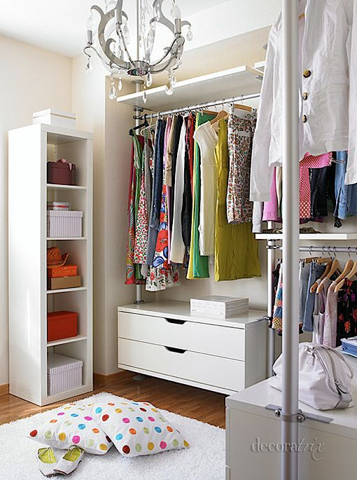 Small dressing room enchanting places spaces for Ideas para closets pequenos
