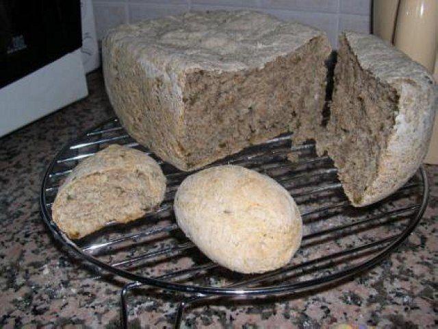 Pane integrale (ricetta ok, anche con farina 7 cereali, meno zucchero, più sale, no evo, no olive)