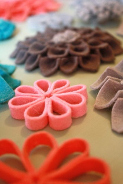 felt flowers - ideas:the loop flowers.