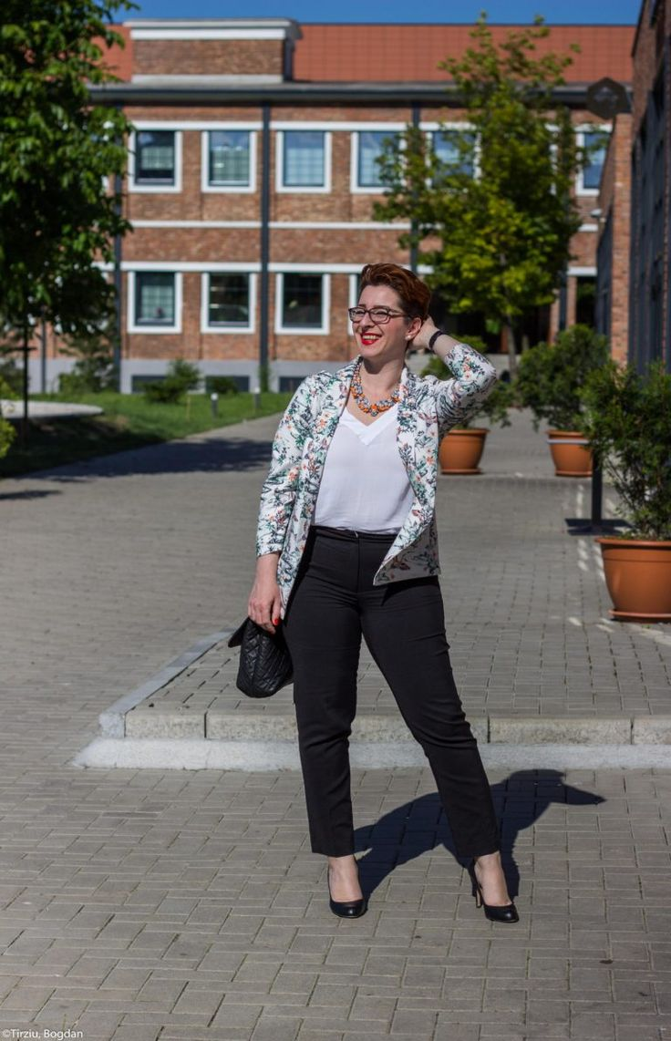 Floral print jacket in the office outfit by flaviabucerzan.ro #plussize #fashionblogger