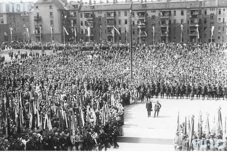 Uroczystości rocznicy I Powstania Śląskiego (Katowice 1929 r.). (Zdjęcie ze zbiorów Narodowego Archiwum Cyfrowego).