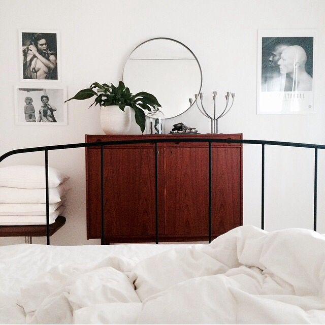 Teak. Fotografiska. Frida Kahlo. Sovrum. Bedroom. Vitt. White.