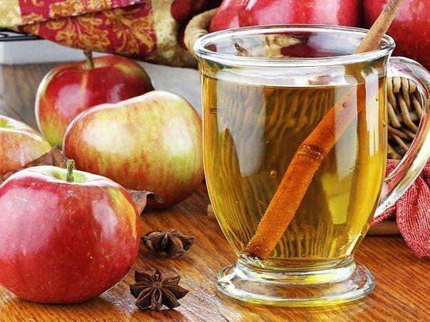 Яблочная вода с корицей — природный ускоритель метаболизма! Содержит 0 калорий!     Хороший метаболизм - это залог идеальной фигуры     Рецепт детокс-напитка: 1 яблоко тонко нарежьте, лучше брать ароматные сорта. 1 палочку корицы и ломтики яблок поместите в кувшин и залейте чистой водой.   Поместите в холодильник на 1-2 часа. Сочетание яблока и корицы улучшает обмен веществ, снижает вес за счет вывода лишней жидкости из тела..