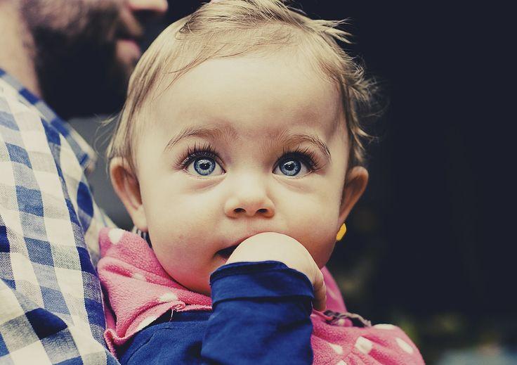 Vous hésitez pour le prénom de votre bébé ? Découvrez vite notre top 15 des prénoms courts pour fille, vous allez craquer !