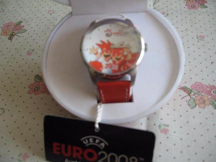 Biete hier Uefa Euro 2008 Fussball Uhr welche noch neu ist. Die Batterie muss allerdings mal gewechselt werden.Ideal für Sammler. Versand ist möglich.