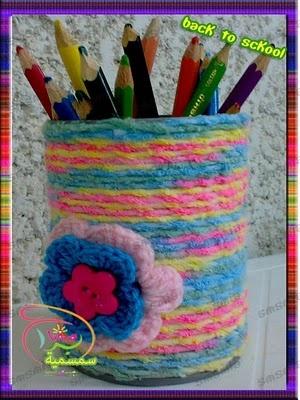 لمسات سمسمية ... للمشغولات اليدوية: حاملة الواني الخشبية كروشيه( بألوان بنوتية)