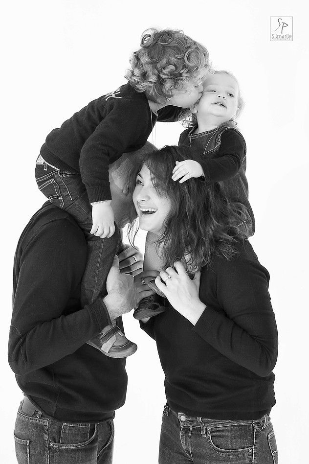 Photos Shooting Studio en famille. Shooting photo en famille. Photos Shooting et shooting photo en studio paris. Idée cadeau pour une famille. Studiophoto Paris
