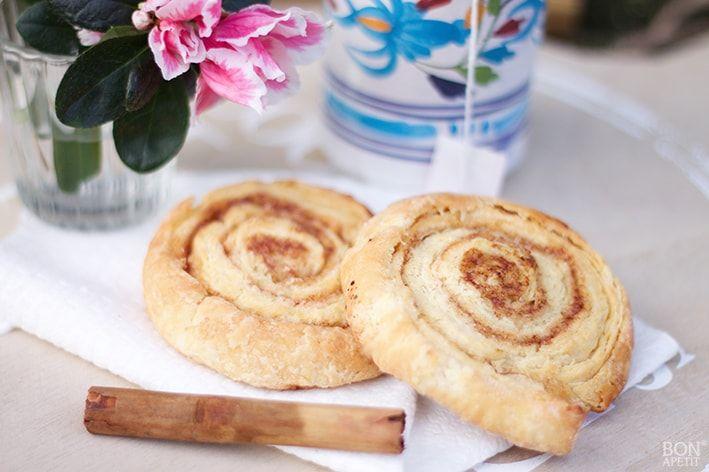 Kaneelbroodjes is een heerlijke combinatie van zoet en hartig. Lekker voor een feestelijke brunch of bij een High-tea. Recept lees je BonApetit.