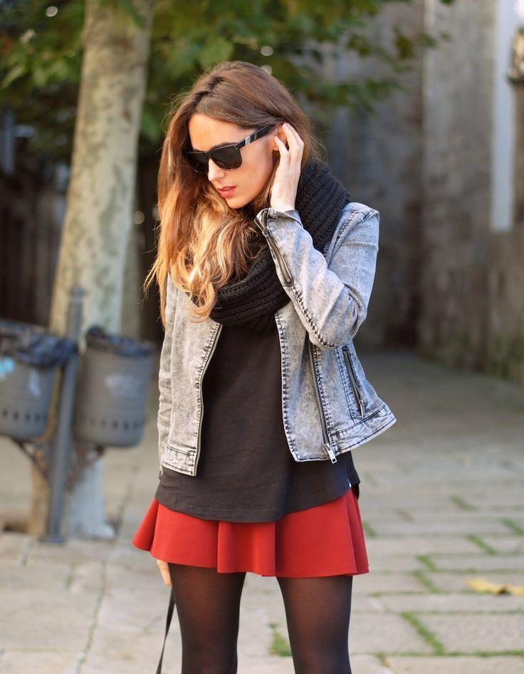 Falda roja( o vestido) chaqueta vaquera jersey negro
