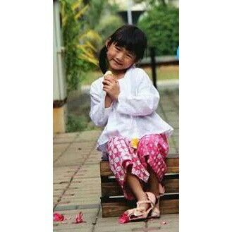 Princess Hillary, looks so pretty in Calyx peplum-kutubaru kebaya top and batik skort (regular length).