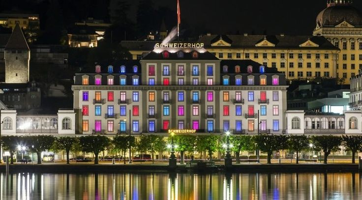 The Hotel Schweizerhof Luzern enjoys a central location in the «City of Lights», close to the historic old town centre with lots of shopping opportunities and the KKL Luzern Culture & Convention Centre. Lucerne has never had a shortage of those who enjoy a good night out. And with good reason: well-known classic bars make high-season nights as bright as day in Lucerne.