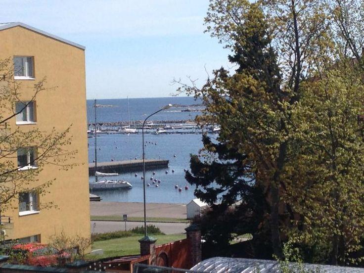 Itäpäädyn asunnoista on merinäköala alemmistakin kerroksista. As Oy Hangon Majakka