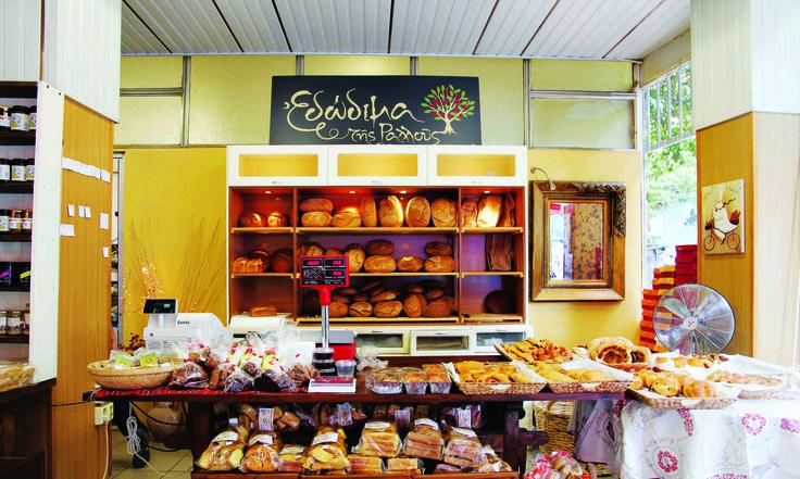 """Πίστη στις παραδοσιακές συνταγές, προσεκτική αναζήτηση των υλικών και σεβασμός προς τον πελάτη είναι τα τρία βασικά υλικά που """"ζυμώθηκαν"""" μαζί και εγένετο το Μαμά Ψωμί."""