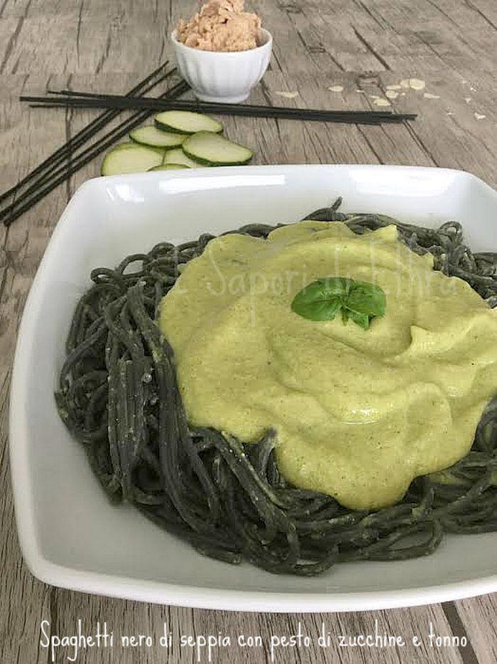Spaghetti nero di seppia con pesto di zucchine e tonno http://blog.giallozafferano.it/isaporidiethra/spaghetti-nero-di-seppia/