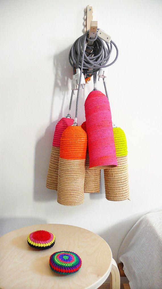 Raphia naturel lampe avec câble textile, interrupteur et prise - néon rose