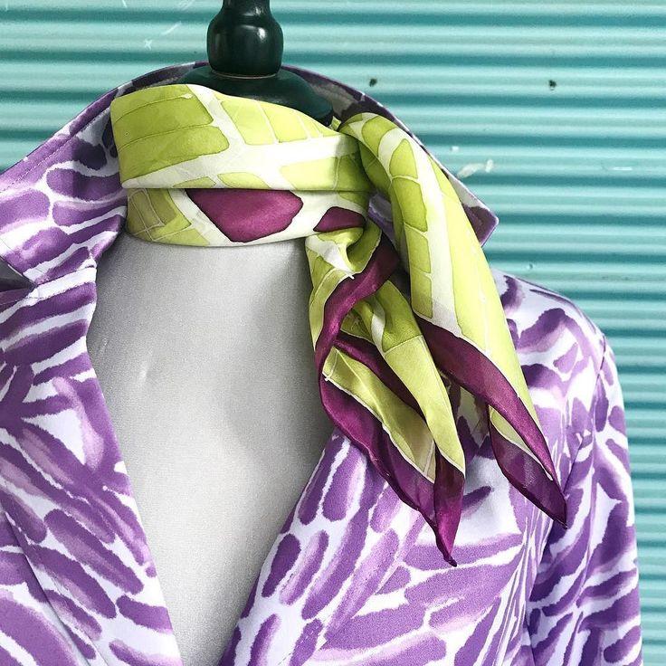 The #Budapest silk #neckkerchief perfectly fits to a @domonkosbernadett  womens suit. And where can you find them? In Paloma designer rooms. #silkscarf #silk #womensfashion #womensaccessory #perfectgift #budapestsouvenir #travel #selyemkendő #elegáns #nőknek #ikozosseg #magyartervező #magyardivat