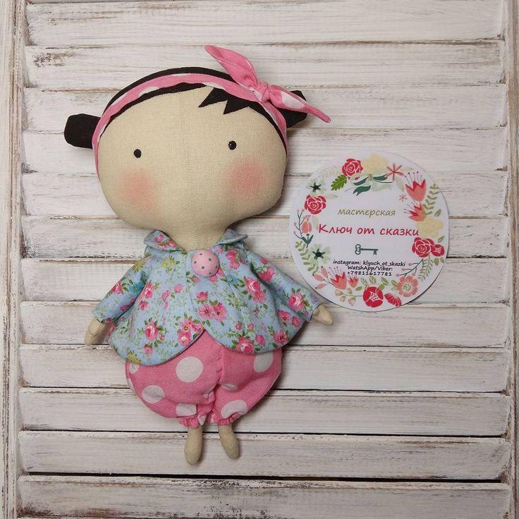 «Тильда- малышка из новой серии! Такая кроха порадует Вас и Вашего ребёнка! Она создана для приятных прикосновений и маленьких детских ручек, выполнена…»