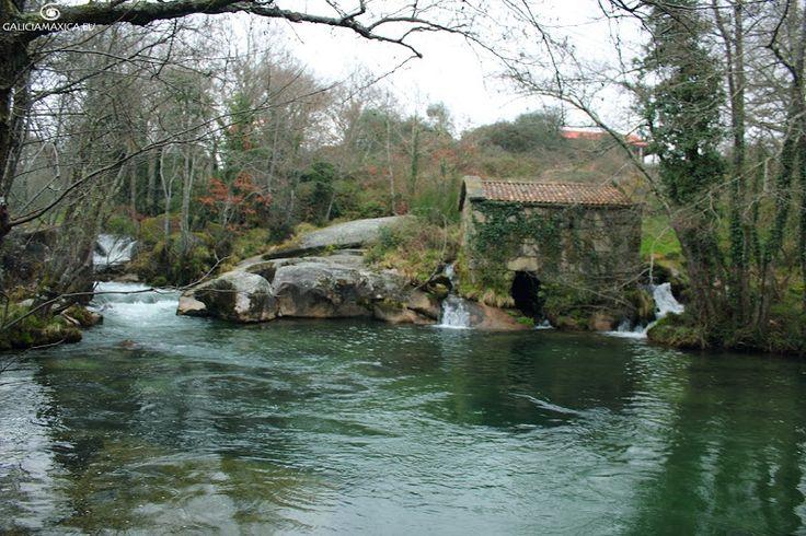 Información sobre los Muiños do Pozo Negro, en Cotobade, sobre el río Almofrei en Pontevedra
