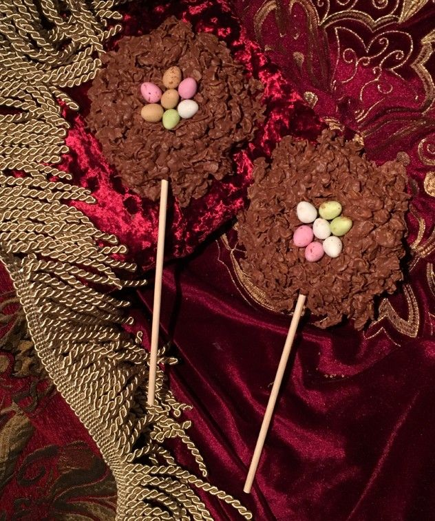 Easter+nest+Lolly+-+GIANT+EASTER+NEST+LOLLY A+giant+handmade+chocolate+nest+made+from+cornflakes+enrobed+in+milk+chocolate+with+chocolate+mini+eggs.+ Approx.+320grms. Crispy,+crunchy,+creamy.+