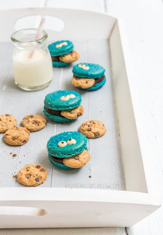 Cookie Monster Macarons. These are soooo cute I want to make these so bad!!!