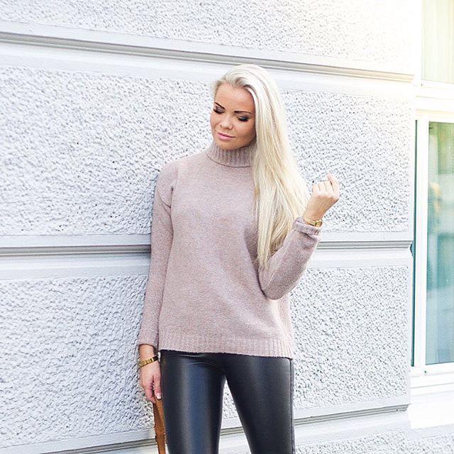 J U L I A  N Y L A N D På tide å finne frem strikken, brrr 🍂🍁 Genser: @minimum_fashion ✨ #sponsetgenser#minimum @regnstrandgaten