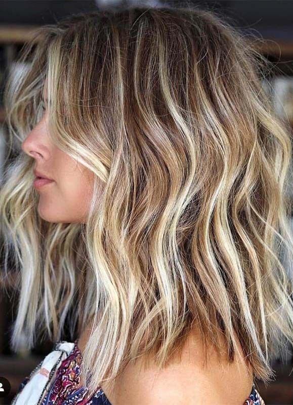 Erstaunliche Balayage mit blonden Highlights im Ja…