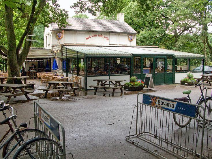 """Een bruine kroeg die ontstaan is uit het cafeetje van Maria Peels, rustiek gelegen in een bosrijke omgeving aan de voormalige""""Postkoetsroutestop"""" Eindhoven-Leende-België, nabij het prachtige Meeuwsven."""