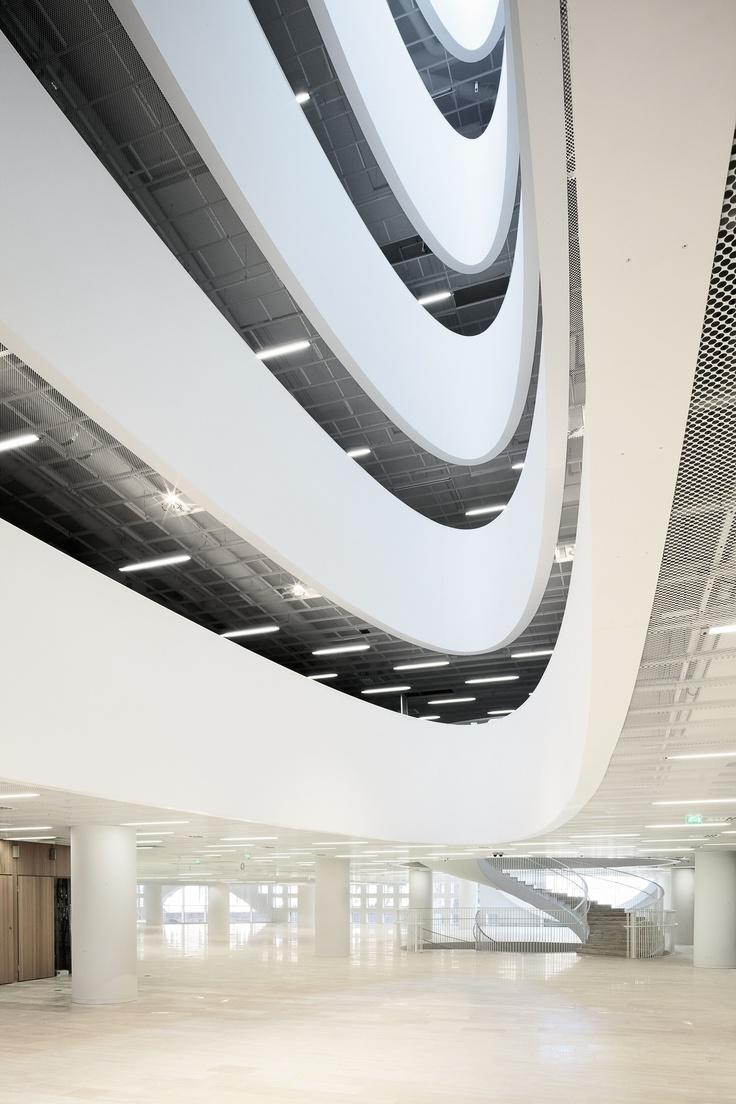 Kaisa_kirjaston aula_Tuomas Uusheimo.jpg (1600×2400)