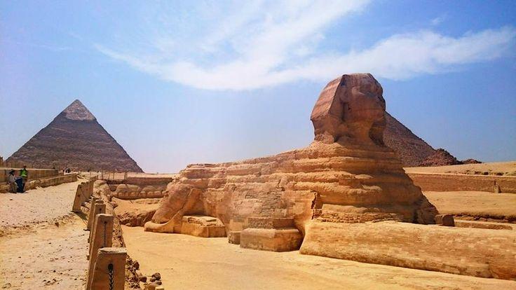 Ausflug von Hurghada nach Kairo mit dem Flugzeug, Besuchen Sie die Sehenswürdigkeiten in Kairo.. Buchen ein Tagesausflug von Hurghada nach Kairo mit Fug und genießen Sie die berühmtenPyramiden von Gizeh, die Sphinx und das ägyptische Museum