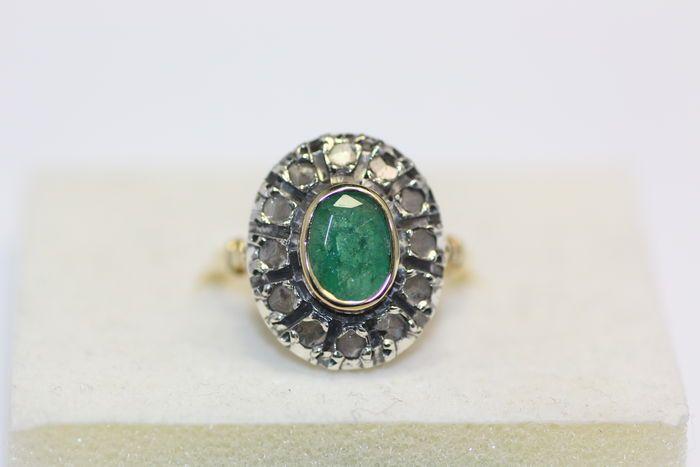 Online veilinghuis Catawiki: Damesring – Geelgoud – Zilveren kroon – 12 rozet geslepen diamanten (ca. 0,25 ct) – 1 smaragd (ca. 1,50 ct) – Datering 1920