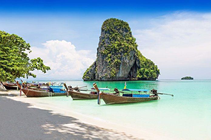 Tayland'daki tatil merkezleri listesinde Rus vatandaşları üçüncü sırada yer aldı. Rusya Tur Operatörleri Derneği web sitesinde yer alan bilgilerde, 2017 yılının ilk çeyreği rakamlarına göre ülkenin 489 bin Rus tarafından ziyaret edildiği belirtildi.