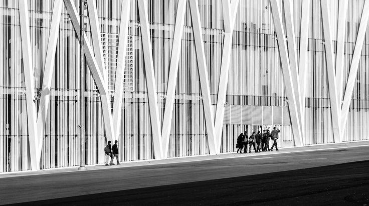 https://flic.kr/p/qHyTw4 | Diagonal | Torre Telefonica - Diagonal Zero Zero Location: Barcelona, Spain Architects: EMBA - Estudi Massip-Bosch Arquitectes Built: 2008-2011 Height: 110m Floors: 25 http://www.facebook.com/MLFotArch