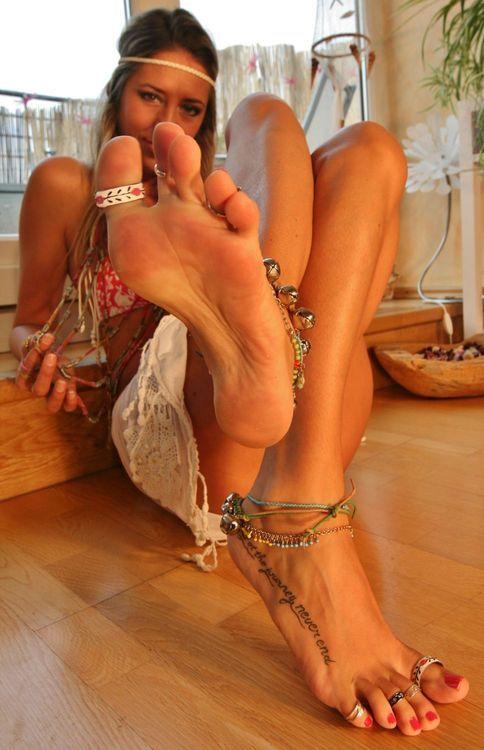 toes hot female escorts