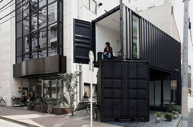 CC4441 | a new gallery space in Tokyo made from stacked shipping containers