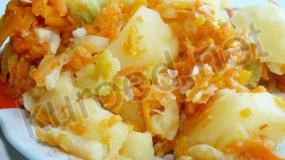 Советское детсадовское рагу из кабачков, моркови и картофеля