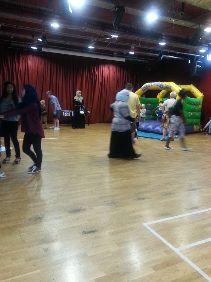A bouncy castle is always a great attraction for children. The strategy to win is there!