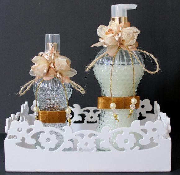 Conjunto Luxo para toalete com flores de seda e laço chanel, pode ser usado como…