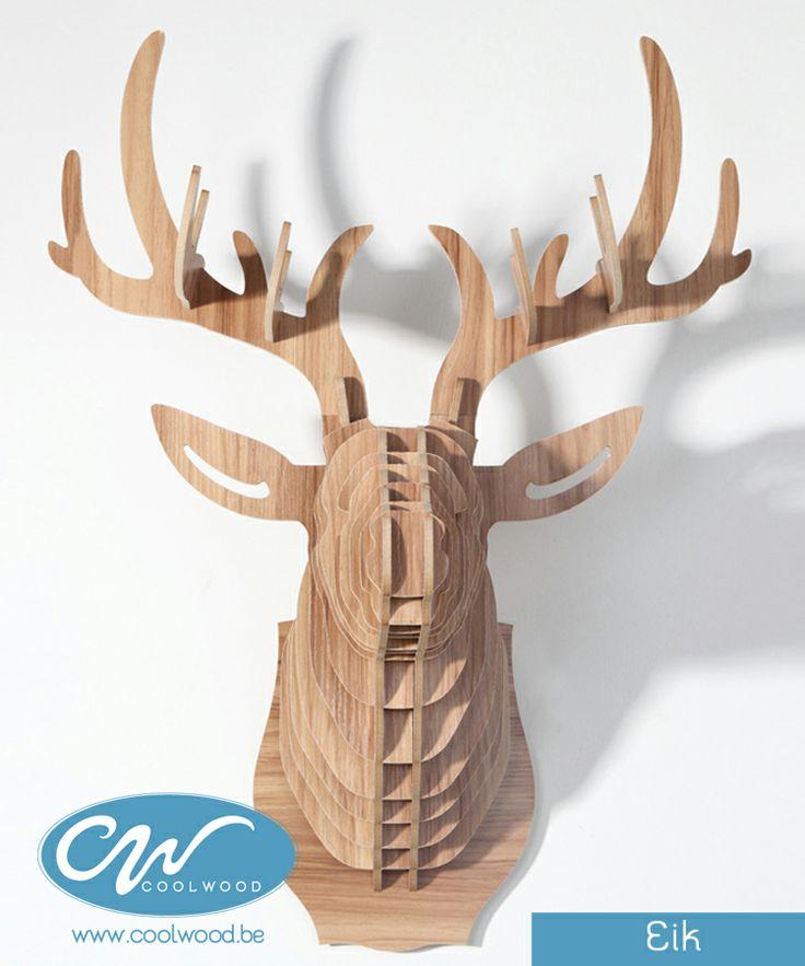 Deze houten hertenkop is een must voor elk eigentijds interieur, of het nu voor de woonkamer is of voor op kantoor, het trendy ontwerp zal een stukje natuur toevoegen aan uw huis, en dit zonder te moeten gaan jagen!