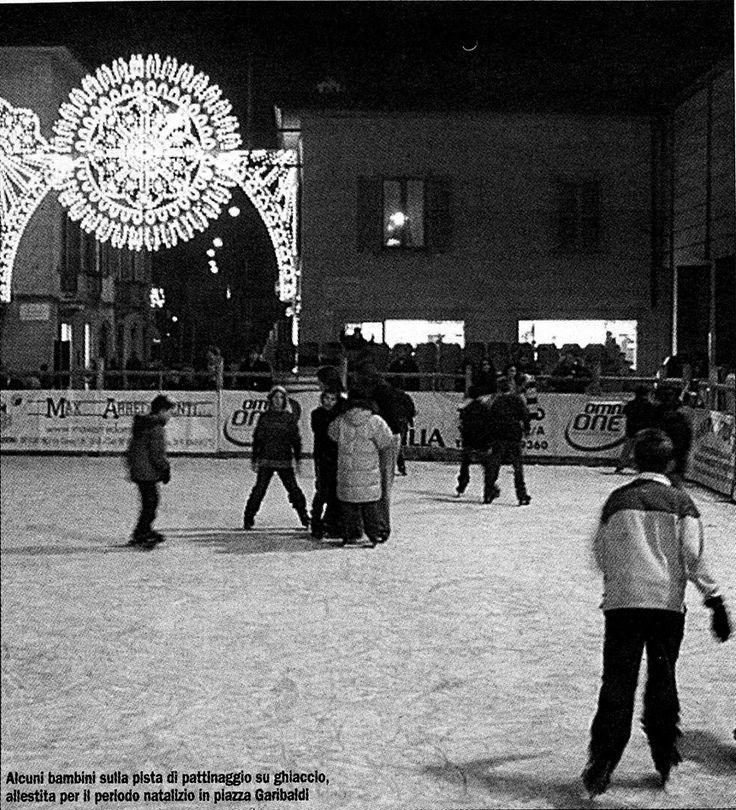 Pista sul ghiaccio in piazza Garibaldi a Treviglio