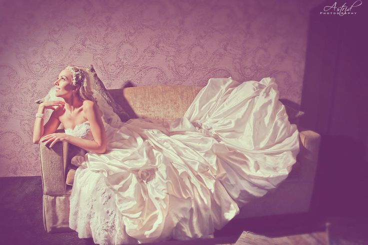 Beautiful vintage bride - Astrid Cordier Photography