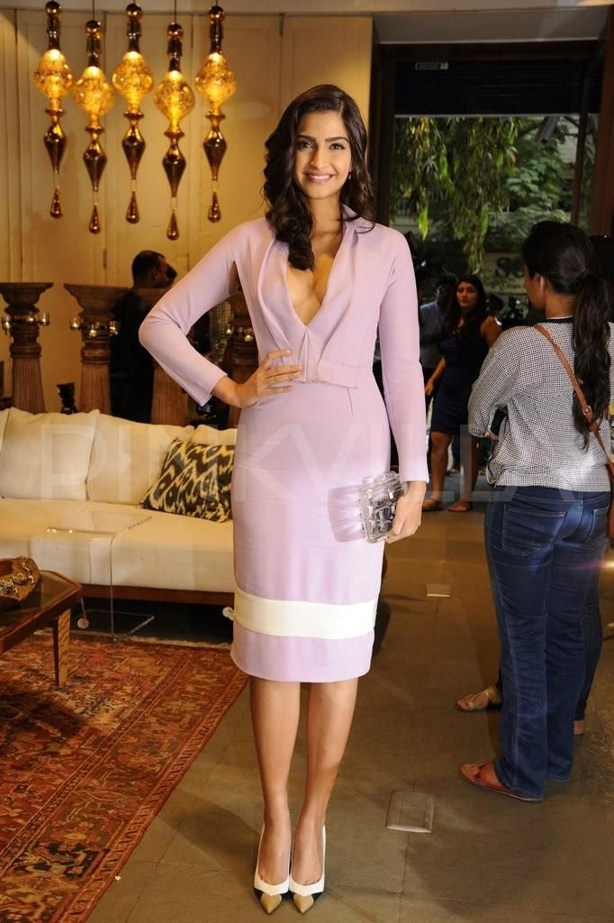 Sonam Kapoor and Rekha's evening amidst champagne and cheese soiree | PINKVILLA